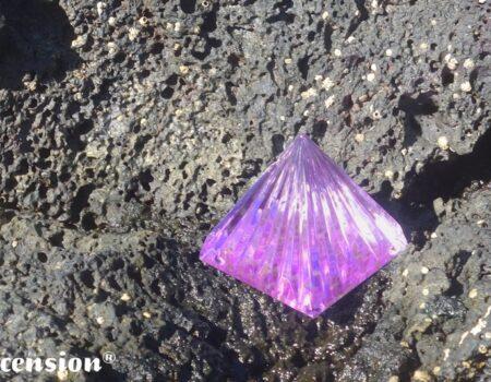 Violette-LichtKristall-Pyramide-8000